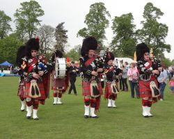 wide The Oatland Pipe Band, marching